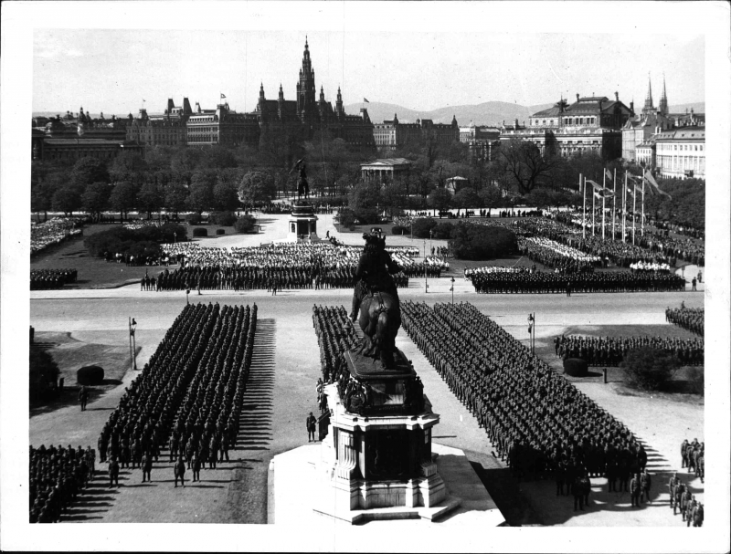 Blick über den Heldenplatz, die angetretenen Formationen der Österreichischen Legion, Wien, 2.4.1938, ÖNB, Bildarchiv und Grafiksammlung