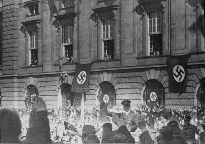 Hitler am Heldenplatz, 'Anschluss', Wien, 15.3.1938, Foto: Albert Hilscher, ÖNB Bildarchiv und Grafiksammlung