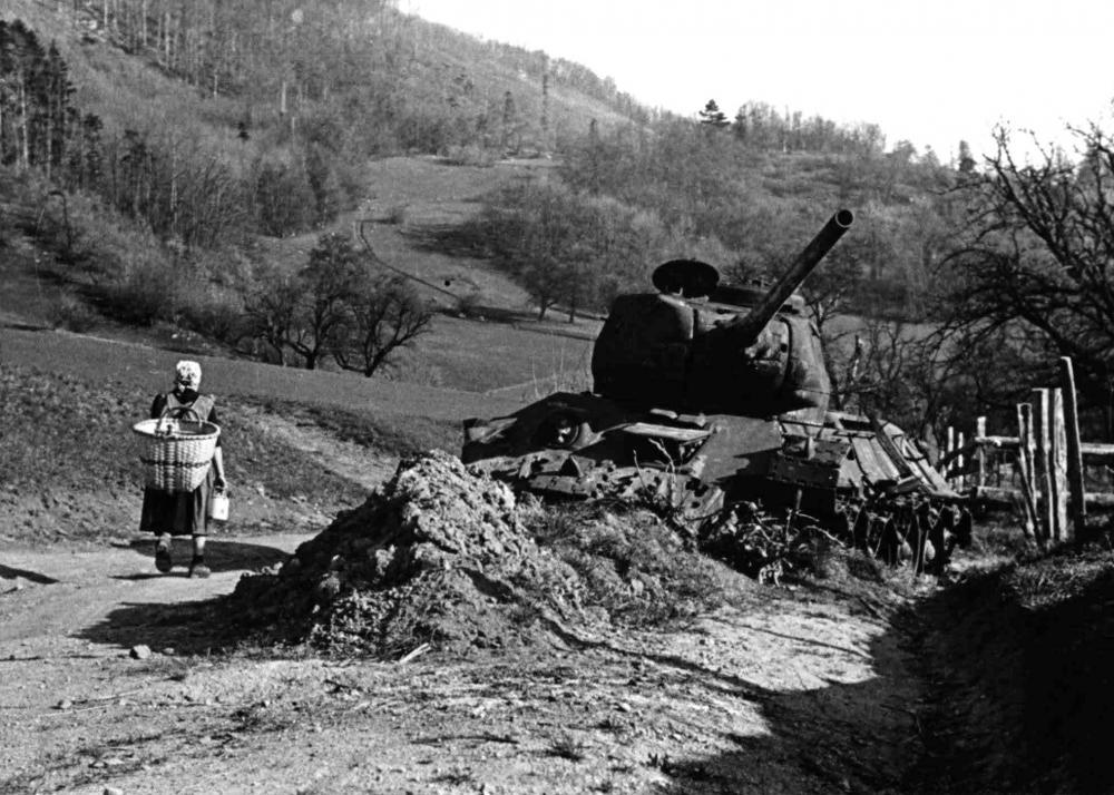 Die Überreste der Kampfhandlungen blieben auch in einigen ländlichen Regionen lange Teil des Alltags.