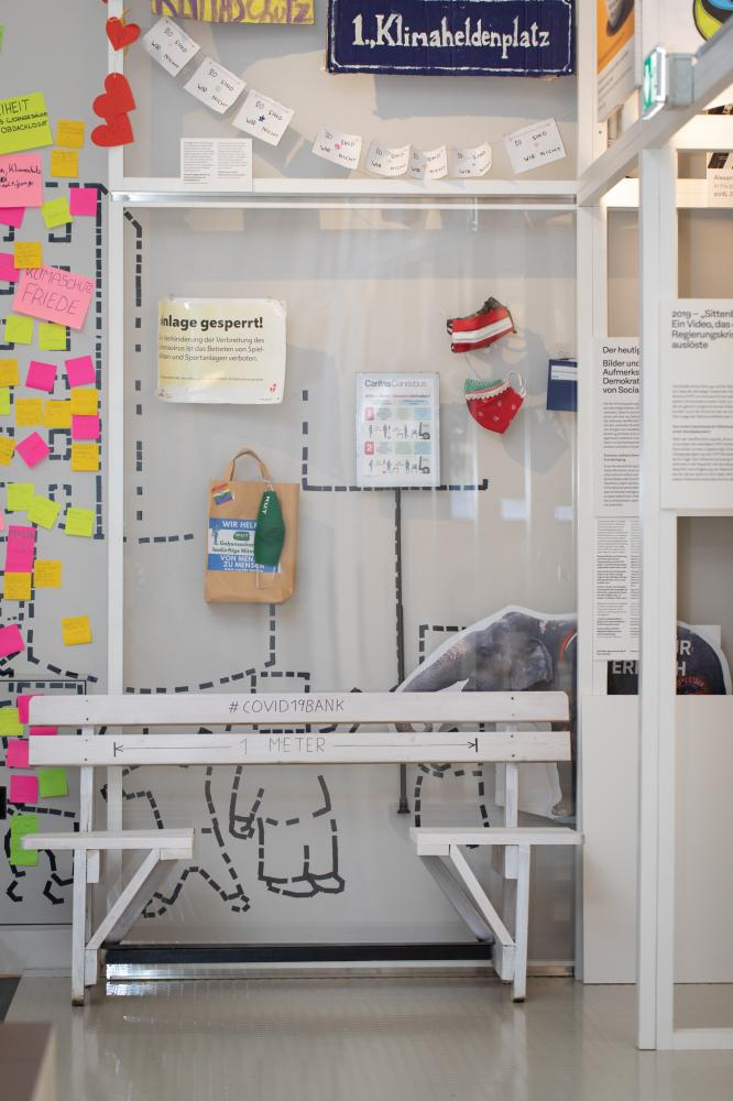 Ausstellungsobjekte zum Thema Covid19