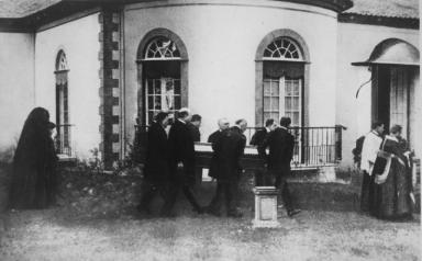 Trauerzug mit dem Sarg des verstorbenen letzten Kaisers Karl