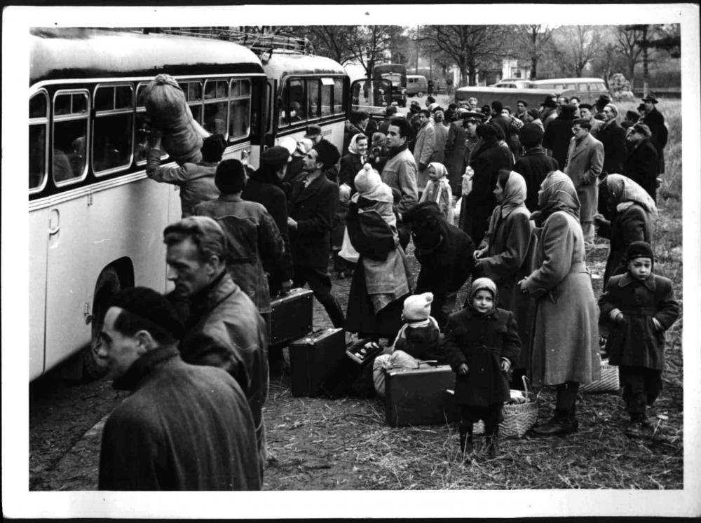 Ungarische Flüchtlinge bei der Ankunft in Traiskirchen