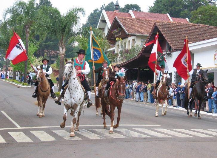 Umzug beim Tirolerfest in Treze Tílias