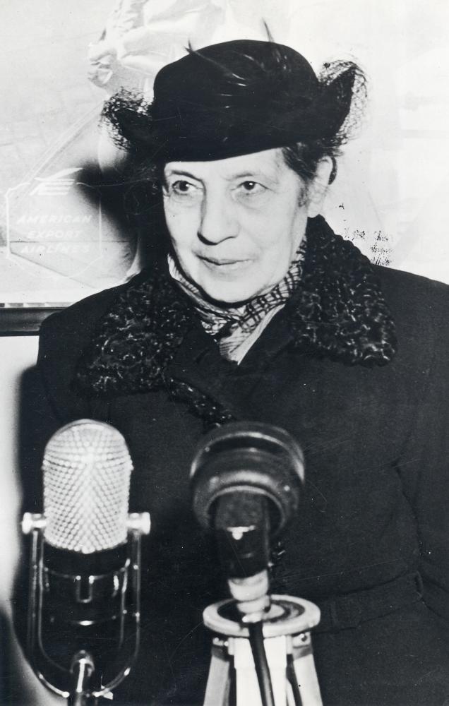 Die Atomphysikerin Lise Meitner bei einer Ansprache, 1963