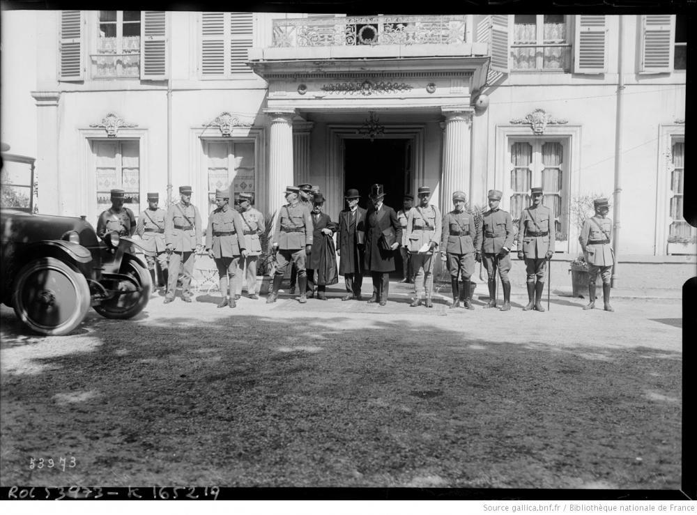 Österreichische Delegierte verlassen den Pavillon Henri IV in Saint-Germain-en-Laye, 19.05.1919