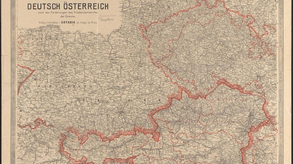 """Deutschösterreich nach den Forderungen des Friedensentwurfs der Entente.  Diese Karte wurde zu Beginn der Friedensverhandlungen im Juni 1919 in Wien veröffentlicht. Sie ist gekennzeichnet von Unklarheiten und geringen Erwartungen. Der Titel schreibt den Alliierten rachsüchtige """"Forderungen"""" zu, die durch den eng gezeichneten Verlauf der Grenzen noch übertrieben werden. Dass Südost-Kärnten Teil Österreichs werden könnte, wie auch die Zugehörigkeit des umkämpften Burgenlands werden nicht in Aussicht gestellt."""